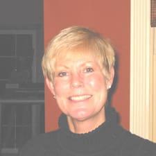 Carol es el anfitrión.