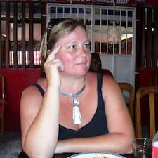 Sarah es el anfitrión.