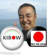 Hiroshi est l'hôte.