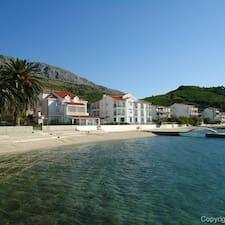 Apartments Tresnja, 10km From Split — хозяин.
