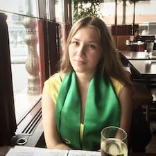 Yulia est l'hôte.