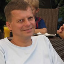 Zbigniew est l'hôte.