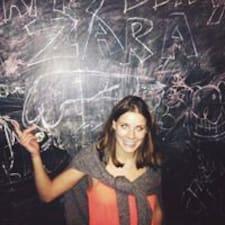 Zara es el anfitrión.
