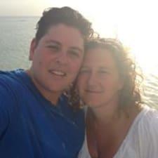 โพรไฟล์ผู้ใช้ Jay And Liza
