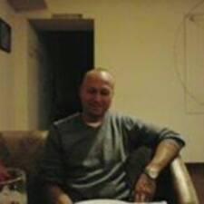 Paolo es el anfitrión.