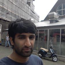 Vijay est l'hôte.