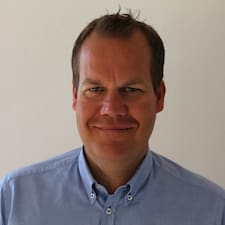 Niels Oluf est l'hôte.