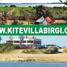 Kite Villa Birgi — хозяин.