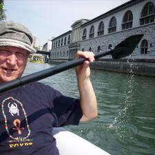 Tomaž es el anfitrión.