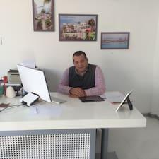 Mehmet Ali es el anfitrión.