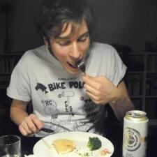 Carlo è l'host.