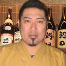Yoshiyuki — хозяин.