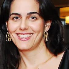 Maria Izabel est l'hôte.