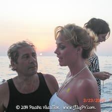Aharon & Jeannine — хозяин.