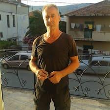 Željko est l'hôte.