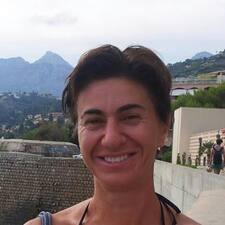 โพรไฟล์ผู้ใช้ Claudia Stella