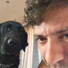 Marco — хозяин.