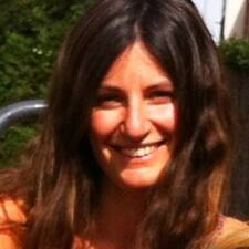 Silvia es el anfitrión.