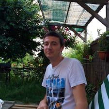 Andrei es el anfitrión.