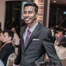 Janathan — хозяин.