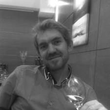 Jean Christophe — хозяин.