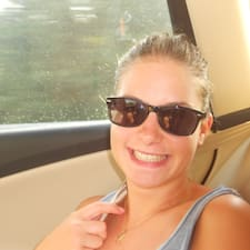 Laure felhasználói profilja