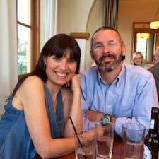 Monica & Tom คือเจ้าของที่พัก