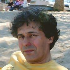 Bernardo — хозяин.
