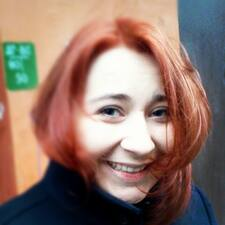 Kseniya ist der Gastgeber.