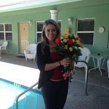 Stefanie Deerfield Beach Vacations est l'hôte.