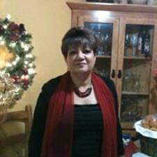Monica ist der Gastgeber.