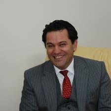 Mojtaba ist der Gastgeber.