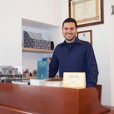 Roberto je domaćin.