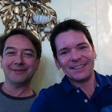 Kevin & John คือเจ้าของที่พัก