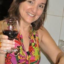 Lúcia Bia ist der Gastgeber.