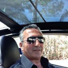Maurizio — хозяин.