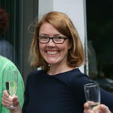 Monika ist der Gastgeber.