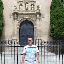Francisco Javier — хозяин.