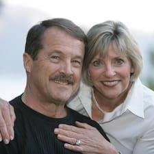 Lynn And Steve ist der Gastgeber.