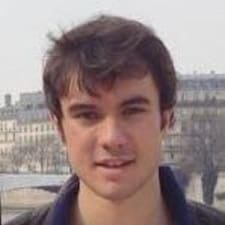 Arnaud è l'host.