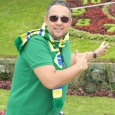Rogério est l'hôte.