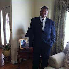 Emmanuel是房东。