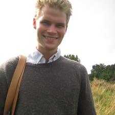 Mathias Nørgaard est l'hôte.