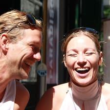 Anne & Jakob è l'host.