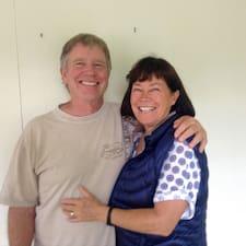 George & Eileen es el anfitrión.