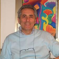 Giuseppe è l'host.