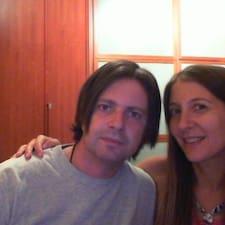 Laura & Luca je domaćin.