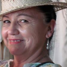 Ana Maria是房东。