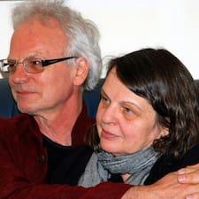 Margit & Stuart คือเจ้าของที่พัก