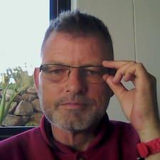 Jürgen is the host.